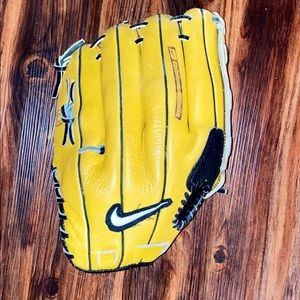 "Nike Diamond Ready 13"" 1300 RHT Baseball Glove"